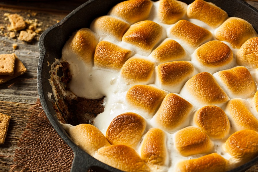 Homemade S'mores Dip With Graham Crackers